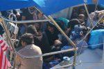 Lo sbarco di migranti a Crotone, arrestati due presunti scafisti