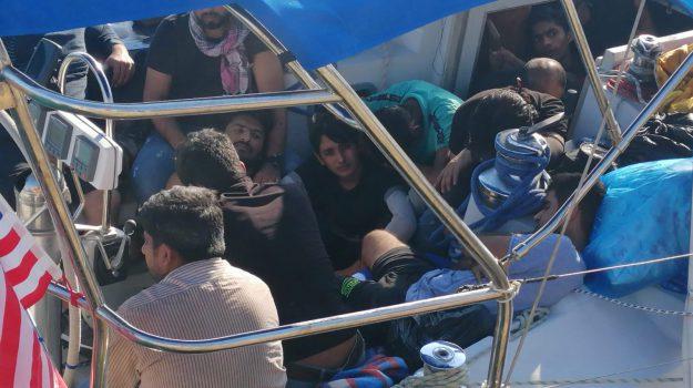 migranti, sbarco crotone, Catanzaro, Calabria, Cronaca