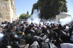 Scontri sulla Spianata delle Moschee, decine di feriti a Gerusalemme