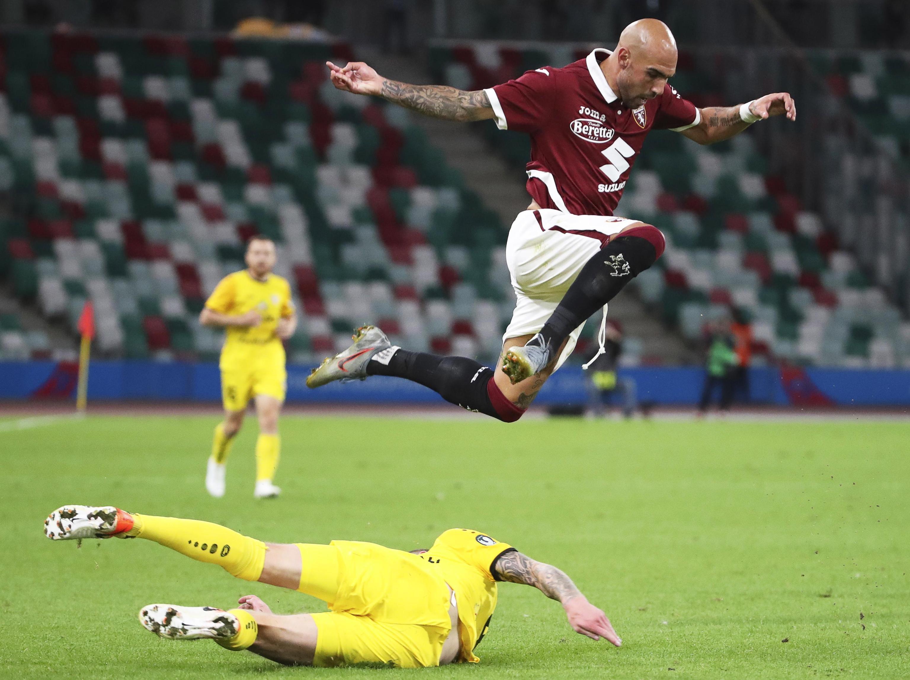 Calcio Torino In Ritiro Per Il Derby Il Patron Cairo Difende Mazzarri Gazzetta Del Sud