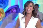 Via le imbottiture al seno in diretta tv, ovazione per Bianca Guaccero
