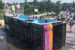 In Francia un bus diventa...una piscina pubblica - Foto