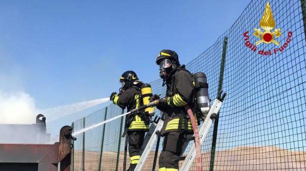 cutro, incendio, Catanzaro, Calabria, Cronaca
