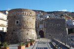 """Ghostbuster in azione a Pizzo, l'Isht: «Il castello è """"infestato"""" di fantasmi»"""