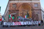 Catanzaro, i militanti di Forza Nuova scendono in piazza contro Facebook
