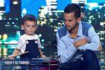 Spain's Got Talent, bimbo di 2 anni sul palco: è il concorrente più giovane di sempre