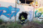 Incendio in un capannone in disuso a Borgia, possibile la pista dolosa