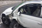 Scontro frontale tra due auto a Messina, ferito uno dei conducenti: traffico in tilt - Foto
