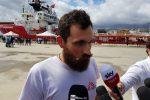 """Ocean Viking, il medico Picozzi: """"Migranti con segni di torture e violenza"""""""