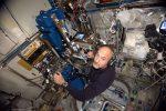 AstroLuca, cominciata la nuova passeggiata spaziale di Parmitano