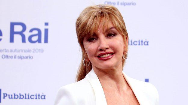 amici celebrities, ballando con le stelle, tv, Milly Carlucci, Sicilia, Società
