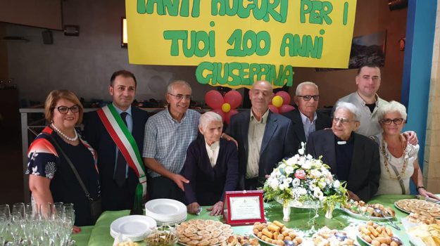 Giuseppina Minervini, Cosenza, Calabria, Società