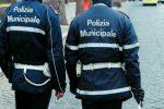 Abusivismo commerciale a Reggio, sequestrate cover per telefonini e scarpe contraffatte