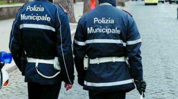 abusivismo commerciale Reggio, blitz Reggio, prodotti contraffatti, Reggio, Calabria, Cronaca
