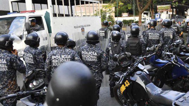 detenuti evasi a Caracas, Sicilia, Mondo
