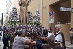 Palermo, la processione di Padre Pio omaggia la caserma dei carabinieri allo Zen