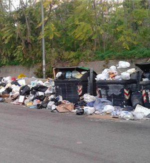 Raccolta rifiuti, lavoratori senza stipendio: sciopero a Reggio e in provincia