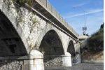 Santa Teresa di Riva, rifiuti speciali sulla sponda del torrente Savoca: controlli inesistenti