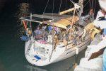 Sbarco di migranti nella notte a Crotone, in 58 su una barca a vela