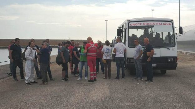 guardia costiera, migranti, Catanzaro, Calabria, Cronaca