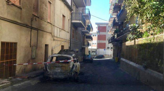 auto bruciata, Cosenza, Calabria, Archivio