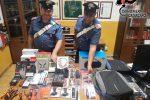 Rubano merce in un negozio, due arresti a Catanzaro