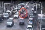 Mafia e droga a Catania, lo spaccio per le strade e in mezzo al traffico - Video