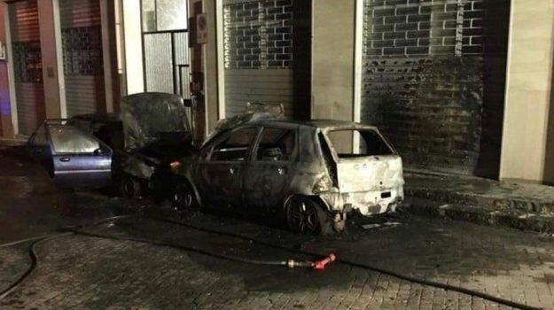auto incendiata, siracusa, Sicilia, Cronaca