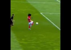 Benfica, Camara segna senza toccare il pallone Durante un'azione di gioco il centrocampista della Primavera del Benfica - Dalla Rete