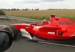 Con il bolide da Formula 1 in autostrada: il video surreale dalla Repubblica Ceca La polizia ceca sta cercando il pilota della vettura molto simile a quelle di Formula 1 - CorriereTV