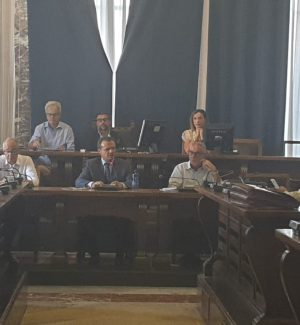 """Messina, De Luca ritira la delibera sul baratto amministrativo: """"Errore pacchiano"""""""