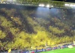 E il simbolo del Borussia Dortmund spunta nella spettacolare coreografia Una pioggia di coriandoli dentro lo stadio Signal Iduna Park è stata realizzata dai tifosi della curva della squadra tedesca, prima della partita di Champions contro il Barcellona - Corriere Tv