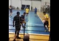 Futsal, il trucco del «pancione»: nasconde il pallone sotto la maglietta La scenetta di Diego Oliveira de Castro, meglio noto come «Diego Freestyle» - Dalla Rete