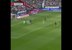Germania, Sargent segna tirando su stesso È possibile fare gol non tirando in porta? Josh Sargent del Werder Brema ha trovato la soluzione - Dalla Rete