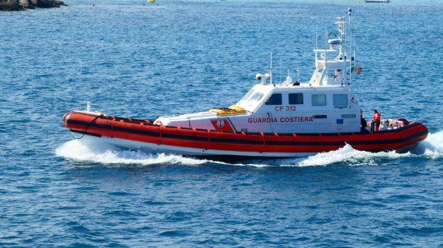 guardia costiera Crotone, migranti, Catanzaro, Calabria, Cronaca