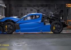Il crash test con il bolide da 2 milioni di euro La società croata Rimac Automobili, all'avanguardia nel settore delle auto elettriche sportive ad alta tecnologia, ha effettuato un crash test sulla sua «C_Two» - CorriereTV