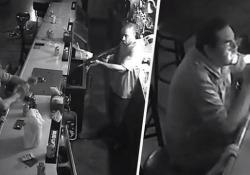 Il rapinatore armato di fucile entra nel bar ma questo cliente resta impassibile La scena (surreale) in un bar di St. Louis, Missouri, USA - CorriereTV