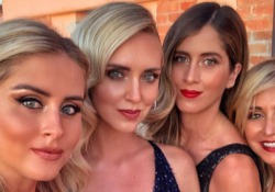 "Il valzer delle sorelle Ferragni: tutti pazzi per Valentina, Francesca e Chiara Tra i fan della famosa influencer, che ha oltre 17 milioni di follower sui social, alla prima del documentario ""Unposted"" - Corriere TV"