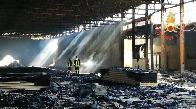 incendio capannone, incendio catanzaro, Catanzaro, Calabria, Cronaca