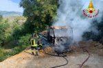 Incendio a Rende, camion in fiamme durante i lavori edili in via Nigeria