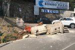Camion urta una colonna e la abbatte, incidente al centro Bonino-Pulejo di Messina - Foto