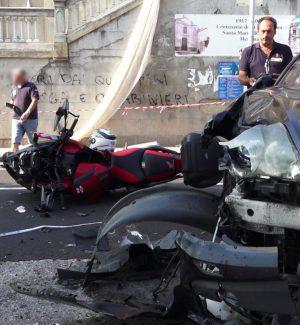 Terribile incidente tra un'auto e una moto a Messina: grave un centauro - Foto