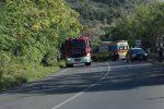 Incidenti, scontro frontale tra bus e auto a Sangineto: un morto e tre feriti