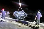 Incidente a Scaletta, sfonda il guardrail e finisce sui binari: illesa la conducente - Foto