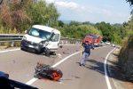 Incidente a Vibo Marina, violento scontro tra furgone e moto: grave un 17enne