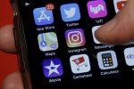 Instagram, una notifica avviserà gli utenti su post offensivi e fake news