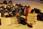 Lampedusa al collasso, hotspot stracolmo e sit in di protesta dei migranti