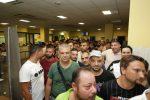 Dal giovane laureato alla mamma sola, le voci della gente in fila per un lavoro di netturbino a Messina