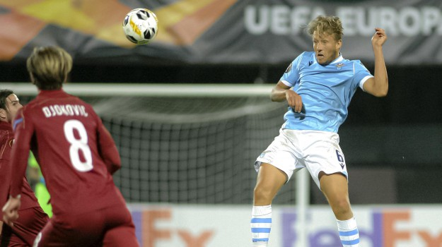Lazio's Lucas Leiva jumps for a header during the Europa League, group E, soccer match between CFR Cluj and Lazio at the Constantin Radulescu stadium in Cluj, Romania, Thursday, Sept. 19, 2019. (ANSA/AP Photo/Paul Ursachi) [CopyrightNotice: AP]