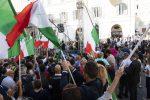 Governo, protesta dell'opposizione a Montecitorio: in piazza Meloni, Salvini e Toti - Foto